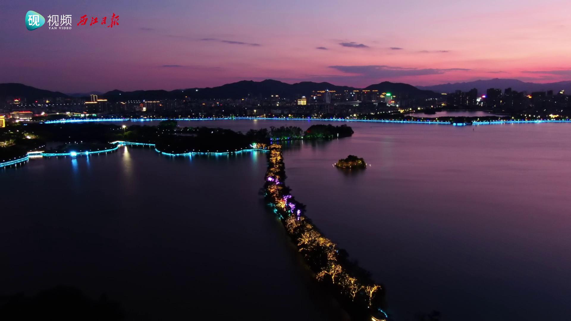 紫霞映照星湖晚